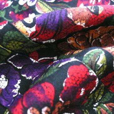 80's floral print pull over blouse & dark navy skirt