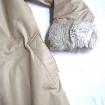70's fake fur lining beige long coat & turtle neck sweater