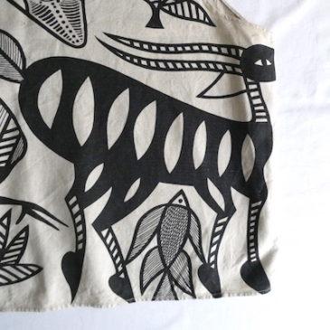 80〜90's khaki green cropped pull over shirt & 90's African art linen tank top